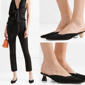 Like new JACQUEMUS suede leather slippers in black